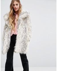 Abrigo con cuello de piel de leopardo en beige de Glamorous