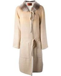 Abrigo con cuello de piel en beige