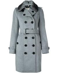 Abrigo con cuello de piel gris de Burberry