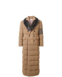 Abrigo con cuello de piel marrón claro de Thom Browne