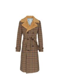Abrigo con cuello de piel marrón de Gucci