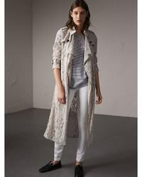 Abrigo de encaje gris