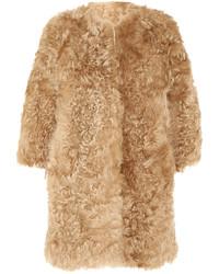 Abrigo de piel de oveja marrón claro de Giambattista Valli