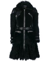 Abrigo de piel de oveja negro de Alexander McQueen