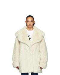 Abrigo de piel en beige de We11done