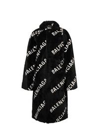 Abrigo de piel en negro y blanco de Balenciaga