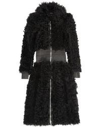 Abrigo de piel negro de Alexander McQueen