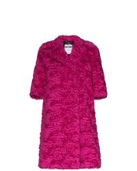 Abrigo de piel rosa de Moschino