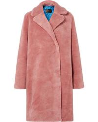 Abrigo de piel rosado de Stine Goya