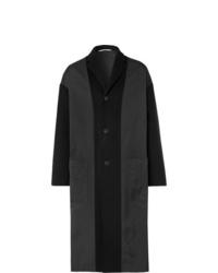 Abrigo largo en gris oscuro de Valentino
