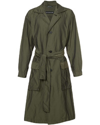 Abrigo largo verde oliva de Issey Miyake