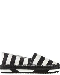 Alpargatas de rayas horizontales en blanco y negro
