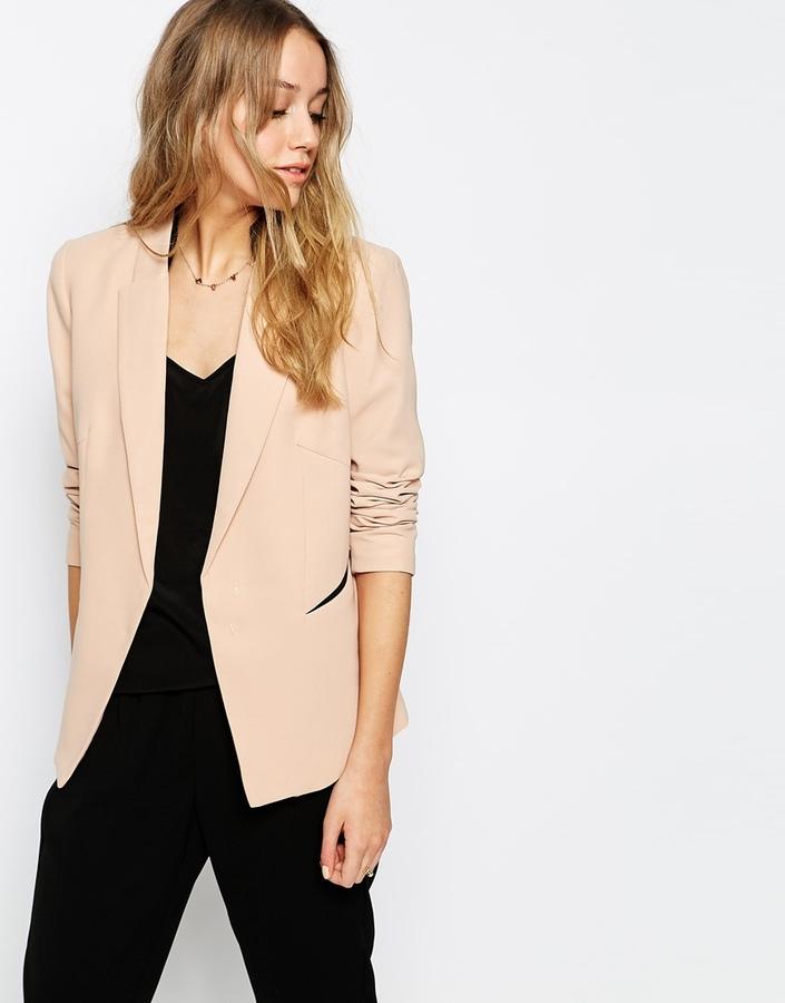 Como combinar un blazer beige para mujer