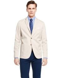 Combinar chaqueta beige hombre