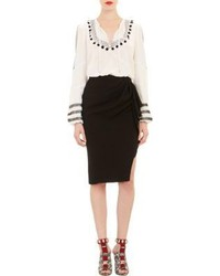 Blusa campesina estampada en blanco y negro