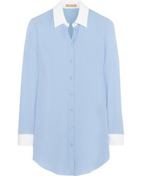 Blusa de botones de seda celeste de Michael Kors