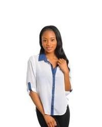 Blusa de botones en blanco y azul marino