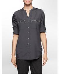 Blusa de botones en gris oscuro