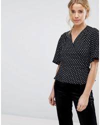 Blusa de manga corta a lunares en negro y blanco