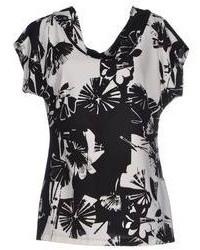 Blusa de manga corta con print de flores en negro y blanco