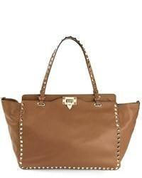 Bolsa tote de cuero con tachuelas marrón de Valentino Garavani