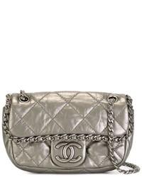 Bolso bandolera de cuero acolchado plateado de Chanel