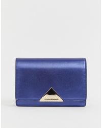 Bolso bandolera de cuero azul de Emporio Armani