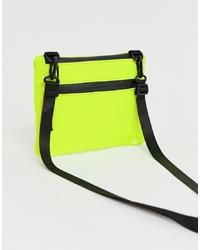 Bolso bandolera de cuero en amarillo verdoso de ASOS DESIGN