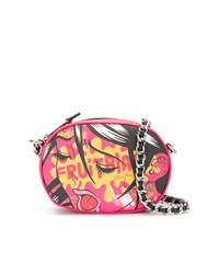 Bolso bandolera de cuero estampado rosado de Moschino