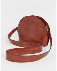 Bolso bandolera de cuero marrón de ASOS DESIGN