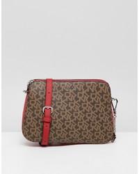 Bolso bandolera de cuero marrón de DKNY