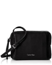 Bolso bandolera negro de Calvin Klein
