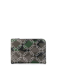 Bolso con cremallera de cuero de camuflaje verde oliva de Valentino