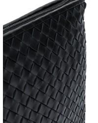 Bolso con cremallera de cuero negro de Bottega Veneta