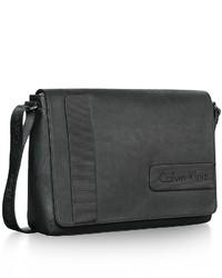 Calvin Klein Bolso Mensajero de Cuero Negro de Calvin Klein Agotado