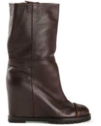 Botas a media pierna de cuero en marrón oscuro de Chuckies