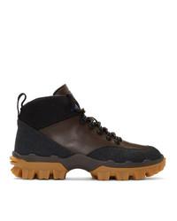 Botas de trabajo de cuero en marrón oscuro de Moncler