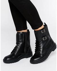 64f68005b Comprar unas botas planas con cordones con tachuelas  elegir botas ...