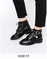 Botas planas con cordones de cuero negras de Asos