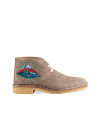 Botas safari de ante marrón claro de Gucci