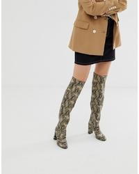 Botas sobre la rodilla de cuero estampadas grises de New Look