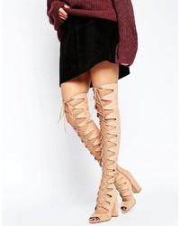Botas sobre la rodilla en beige de Asos