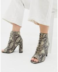Botines de cuero con print de serpiente grises de New Look
