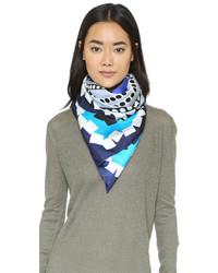 Bufanda de seda azul marino de Diane von Furstenberg