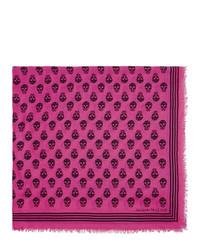 Bufanda estampada rosa de Alexander McQueen