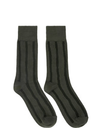 Calcetines de rayas horizontales verde oliva de Issey Miyake Men