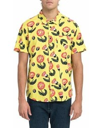 Camisa de manga corta con print de flores amarilla