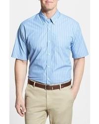 Camisa de manga corta de rayas verticales en blanco y azul