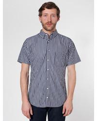 Camisa de manga corta de rayas verticales en negro y blanco