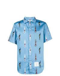 Camisa de manga corta estampada celeste de Thom Browne